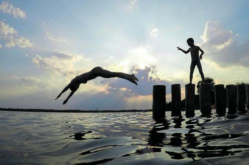 Die weitere Erwärmung der Seen bis 2100 ist vom Klimaszenario abhängig. APA