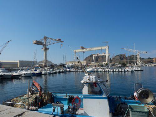 Die Werftkräne erinnern an die Geschichte von La Ciotat.