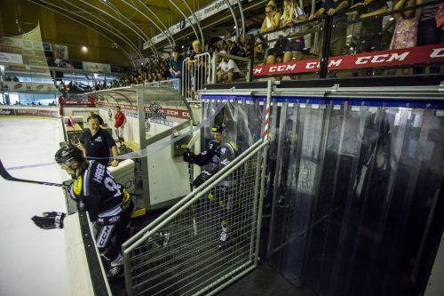 Dominic Haberl und Stefan Häußle haben es eilig, um bei der Saisonpremiere aufs Eis zu kommen.steurer