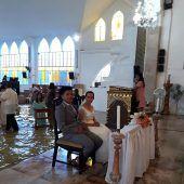 Hochwasser hält philippinisches Paar nicht von der Hochzeit ab