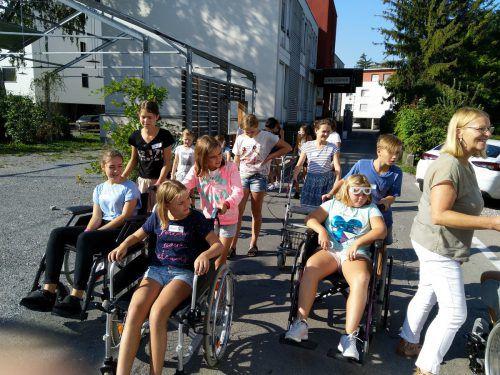 Erfahrungen am eigenen Leib machen, unter anderem mit dem Rollstuhl-Parkour. Gemeinde