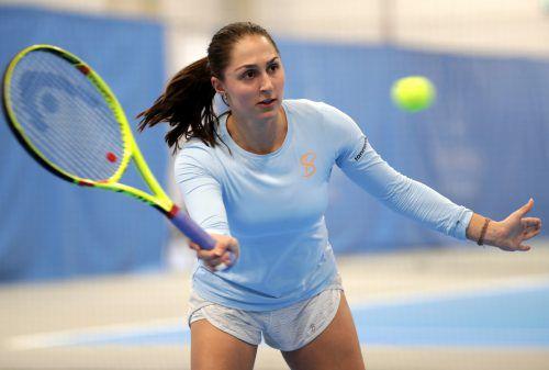 Tamira Paszek beim Training im VTV-Campus und zusammen mit Linus Erhart bei der Mannschaftspräsentation der beiden Mannschaften des TC Dornbirn in der Tennis-Bundesliga.GEPA/JD