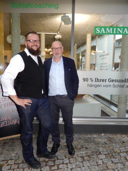 Filialleiter Mathias Baur mit Samina-Gründer Günther W. Amann-Jennson.