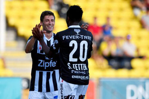 Florian Jamnig (l.) gratuliert Samuel Tetteh zum zwischenzeitlichen 2:0.gepa