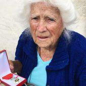 102-jährige Französin in Ehrenlegion aufgenommen