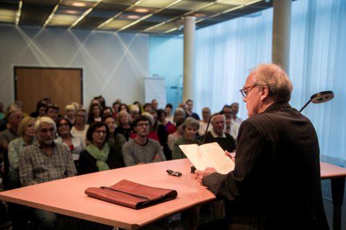 Gestern Abend in Schwarzach: Schriftsteller Michael Köhlmeier und seine zahlreichen interessierten Zuhörer. VN/Paulitsch