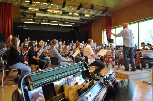 Im Gebhard-Wölfle-Saal widmeten sich die Musiktalente und Orchestermitglieder dem neuen Programm.c. begle