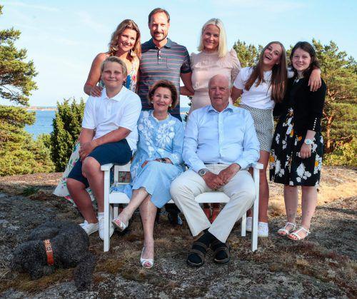 Jahrzehnte nach der skandalösen Hochzeit von Harald und Sonja heiratete Kronprinz Hakon die Bürgerliche Mette-Marit.AFP