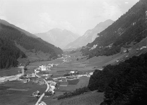 Klösterle, hier auf einer Aufnahme von 1925, wurde vor 800 Jahren erstmals urkundlich erwähnt. Die Gemeinde hat ihr Tal geprägt. Vlbg. Landesbibliothek