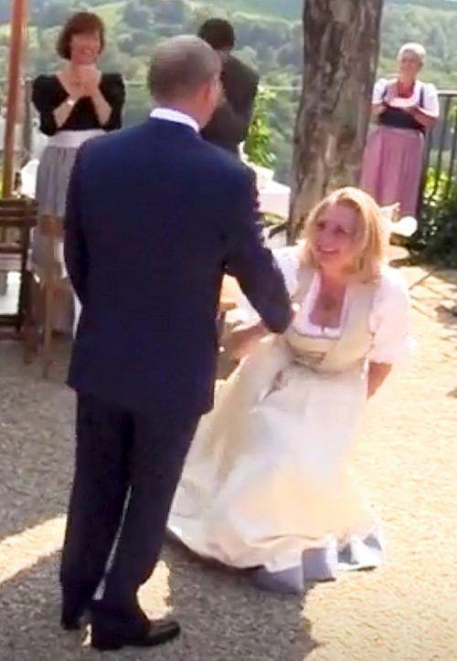 Kritik am Auftritt der Außenministerin beim Besuch Putins auf ihrer Hochzeit.Reuters