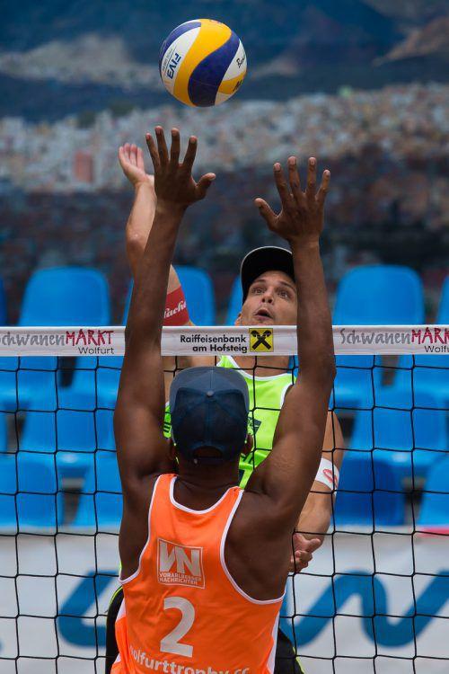 Lokalmatador Simon Baldauf (grün) und sein Spielpartner Jakob Reiter wollen bei ihrem Heimturnier unbedingt ins Viertelfinale einziehen.steurer