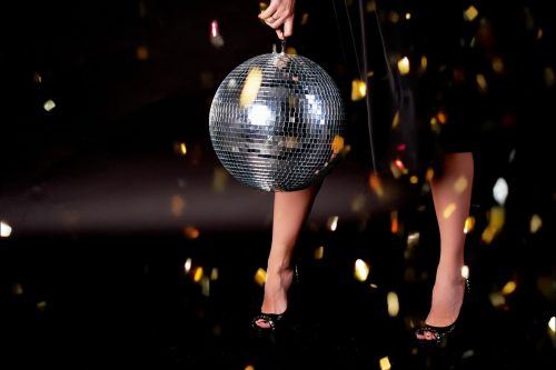 Mögen die Schuhsohlen glühen, die Pop and Wave-Party startet wieder durch. FOTOLIA