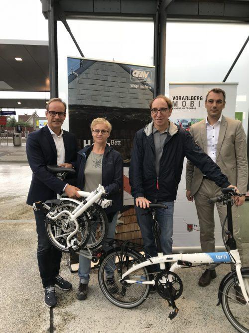 Plädoyer für das Klapprad: Dieter Egger, Sabine Klapf, Johannes Rauch und Christian Hillbrand (v. l.). VN/Hämmerle