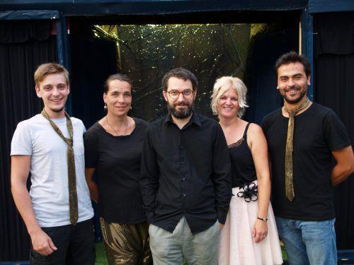 Regiesseur Thomas A. Welte (M.), Jasy Mustedanagic, Mandy Hanke (Bühne), Nicole Wehinger (Kostüm), Suat Ünaldi (Technik). sie