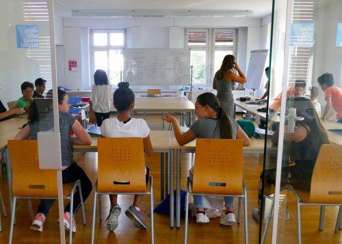 Schülerinnen und Schüler bei den Sprachförderwochen. Stadt bregenz