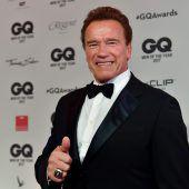 Arnie hat seinen Mister Universum-Pokal wieder