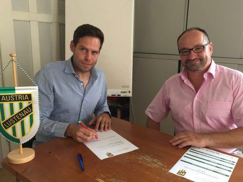 Sportdirektor Christian Werner mit Prof. Dr. Gereon Berschin (r.) anlässlich der Vertragsunterzeichnung.Adam