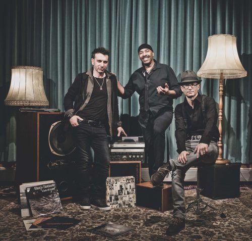Stompin Howie & The Voodoo Train spielen Blues, Funk und Soul auf der Bühne am Kirchplatz. stompin howie