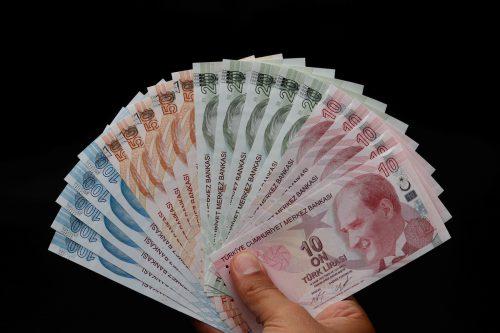 Türkische Lira auf Talfahrt: Die Wirtschaftskrise in der Türkei verschärft sich. reuters