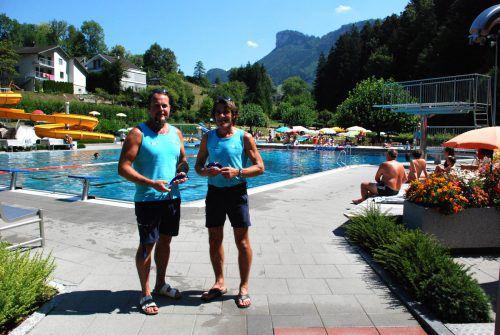 Vorfreude aufs Schwimmfest: Bademeister Werner Maitz und Jürgen Drexel. Götzis