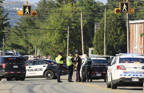 Zwei Polizisten sind unter den Opfern, die Hintergründe der Tat waren vorerst unklar.