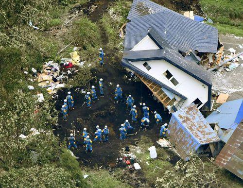 20.000 Rettungskräfte und Helfer suchten nach Erdbebenopfern. AP