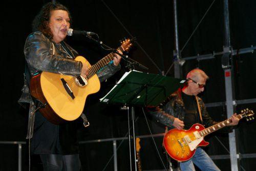 Alex Sutter und Band rockten den Lustenauer Kirchplatz. pe