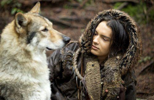"""""""Alpha"""" ist der Name eines verwundeten Wolfs, mit dem sich ein verletzter, allein gelassener Junge in der Eiszeit-Wildnis vor 20.000 Jahren anfreundet. Sony Pictures"""