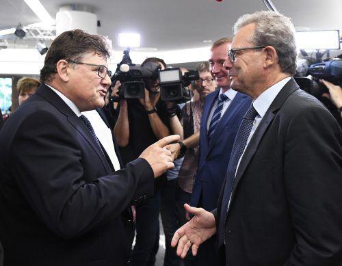 Arbeitnehmer-Chefverhandler PRO-GE-Chef Rainer Wimmer (li.) und Arbeitgeber-Chefverhandler Johannes Collini (re.) vor Beginn der KV-Verhandlungen noch gut gelaunt. APA