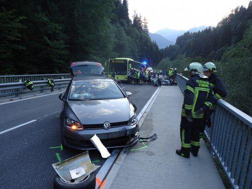 Auch dieses Auto wurde in die schwere Kollision verwickelt.