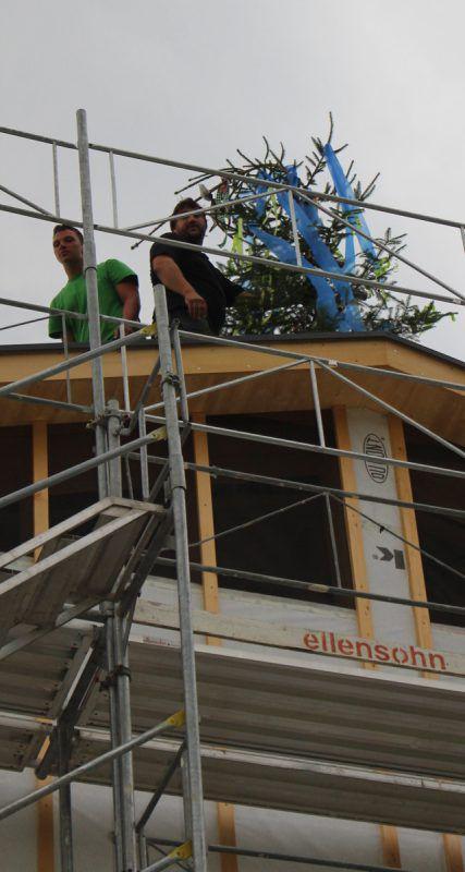 Bei der ersten Etappe des Wohnbauprojekts in Krumbach wurde Dachgleiche gefeiert.