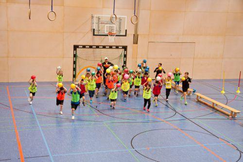 Beim Ballspiel-ABC geht es um Spaß am Spiel, aber auch um Bewegung und schulisches Lernen. emu