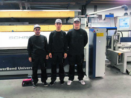 Bejos Erstmals wurden bei der bejos Berchtold Jochen Spenglerei in Dornbirn drei Lehrlinge gleichzeitig eingestellt. Alle drei Jugendlichen erlernen in den kommenden Jahren den Beruf des Spenglers. Bejos