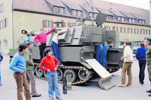 Bereits im Jahr 1981 präsentierte sich das Bundesheer im großen Umfang, und zwar bei einer Militärausstellung in Lochau. Helmut Klapper , Vorarlberger Landesbibliothek, Volare