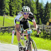 Fink auf dem Podest bei Radmarathon
