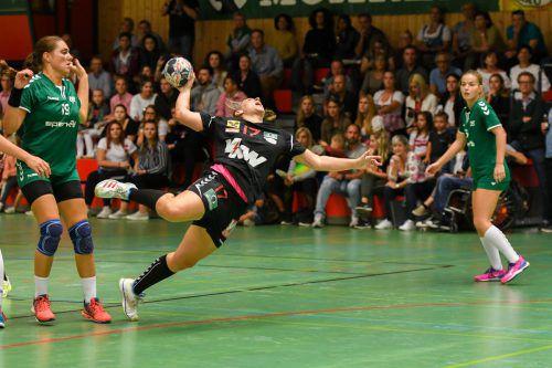Dank einer klaren Leistungssteigerung nach der Pause gab es für Julia Feierle und den SSV Schoren gegen Eggenburg noch den ersten Saisonsieg.VN/Lerch