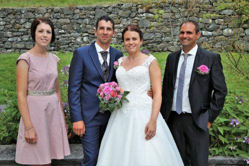 Das Hochzeitspaar Bettina und Mario Lang mit den Trauzeugen Simone Künzle und Marcel Erhart.Emir T. Uysal