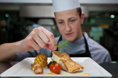 Fischgerichte sollten öfter auf dem Speiseplan stehen. Sie können die Gesundheit offenbar positiv beeinflussen. adobestock