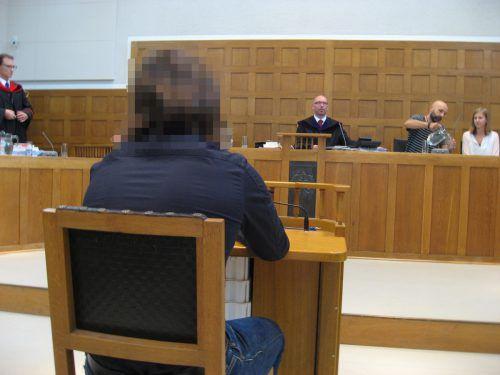 Der Angeklagte gab an, sich an nichts zu erinnern. Er habe sich vor der Tat aber gewünscht, ein Serienmörder zu sein. Ec
