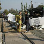 Buslenkerin kommt in Graz bei Kollision mit Zug ums Leben