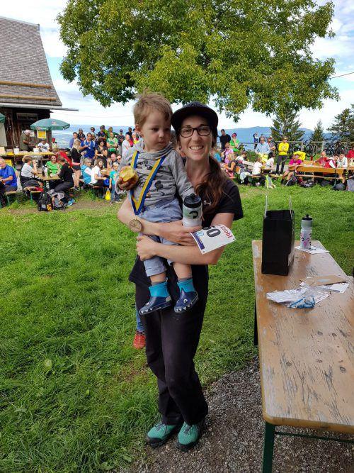 Der jüngste Teilnehmer des Gsohl-Laufs: Ferdinand mit Mama.