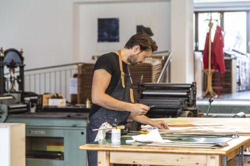 Der Künstler Lukas Birk nützte einen Aufenthalt im Lustenauer Druckwerk für neue Arbeiten. gemeinde