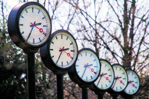 Die angedachte Abschaffung der Zeitumstellung sorgt für Diskussionen.APA