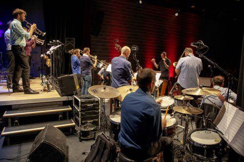 Die Bludenz Big Band Union gratulierte sich selbst mit einem fulminanten Konzert zum fünften Geburtstag. Mez