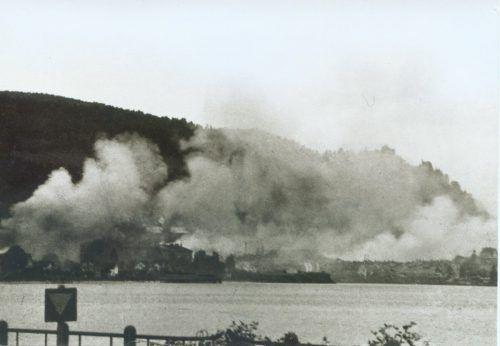 Die Bregenzer Innenstadt stand in den letzten Kriegstagen im Jahr 1945 in Flammen.             stadtarchiv bregenz