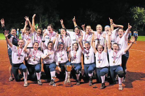 Die Equipe von Headcoach Marion Mittelberger (l.) sicherte sich zum 15. Mal in den letzten 18 Saisonen die Krone in der Austrian Softball League. Verein