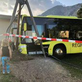 Linienbus rollt ohne Fahrer los