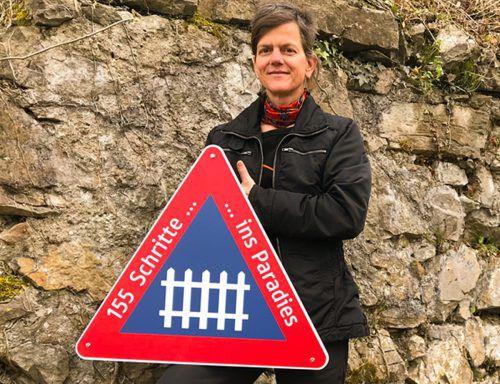 """Die Installation von Uta Belina Waeger auf Alt-Ems trägt den Titel """"155 Schritte ins Paradies"""". Die einzelnen Werke stehen nun zum Verkauf. tf"""