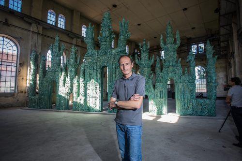 Die Keramikskulptur von Elmar Trenkwalder beeindruckt mit einer Länge von elf Metern und einer Höhe von sieben Metern. VN/Steurer