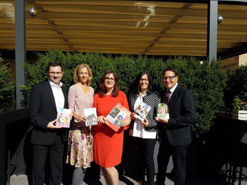Die Leiter der VHS: (v.l.n.r.) Michael Grabher, Silke Kromer, Bernadette Madlener, Elisabeth Schwald, Stefan Fischnaller. VHS